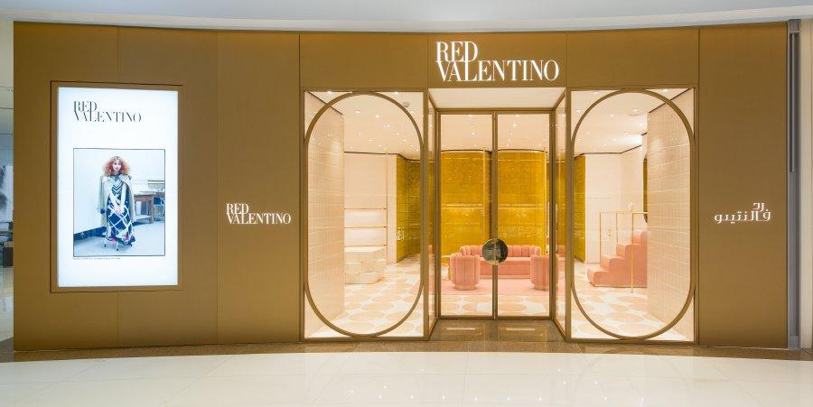 ريد فالنتينو يفتتح متجرًا جديدًا في دبي