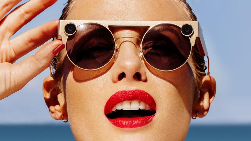 Spectacles 3نظارة شمسية جديدة تلتقط صور العالم بأسلوب ثلاثي الأبعاد
