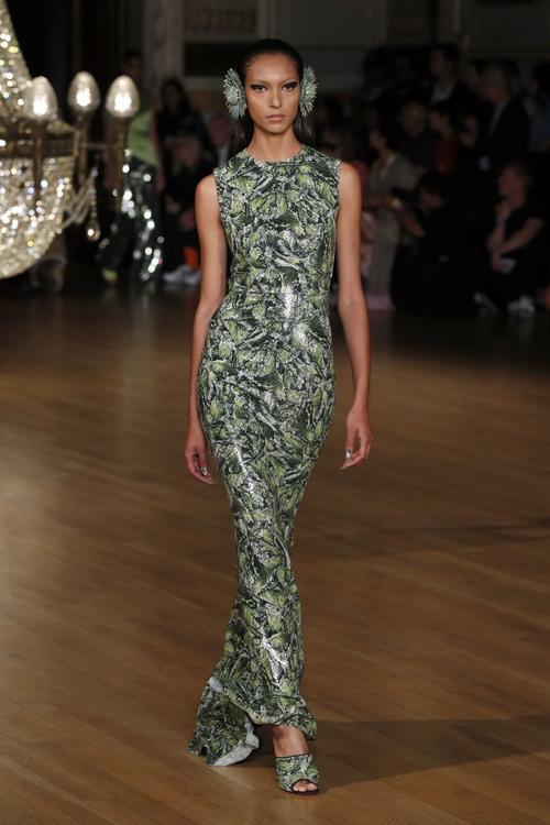 أجمل الفساتين المعروضة خلال اسبوع الموضة بلندن
