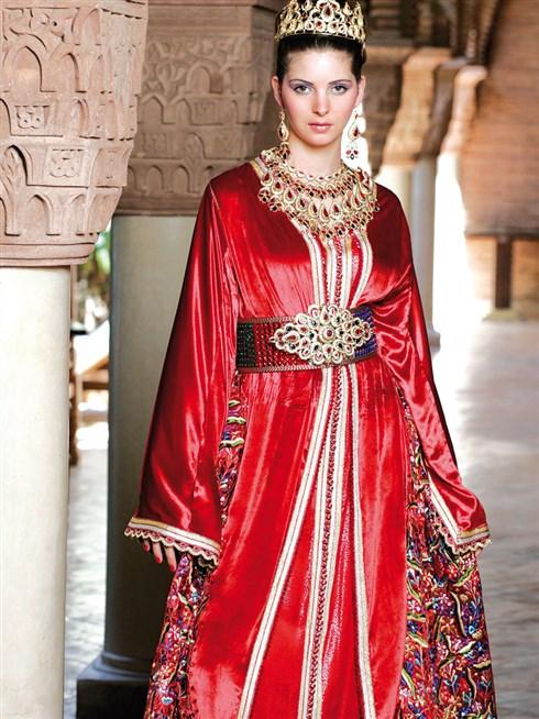 أجمل القفاطين المميزة للعروس من اللون الأحمر