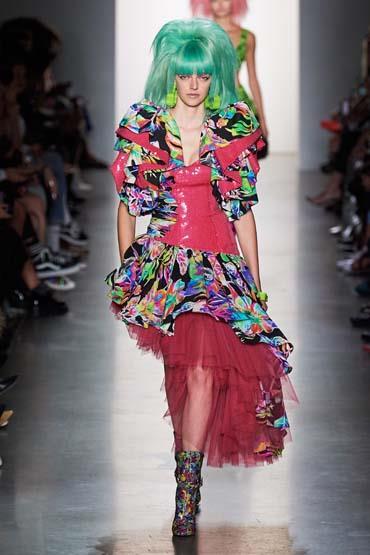 أزياء ذات طابع جريء بعرض ازياء جيريمي سكوت