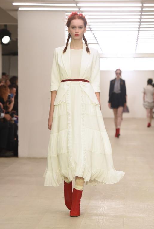 أزياء قمة في التميز خلال اسبوع الموضة بلندن