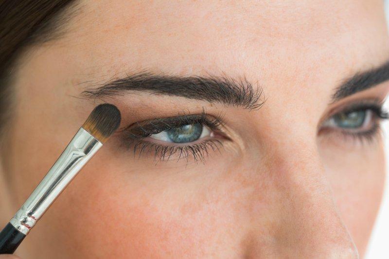 الخطوة 1 تحديد العيون بالهايلايت