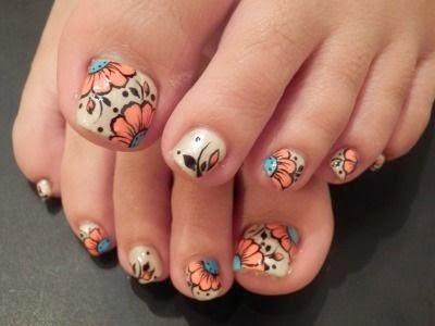 الفراشات تُزين رسومات أصابع الأقدام