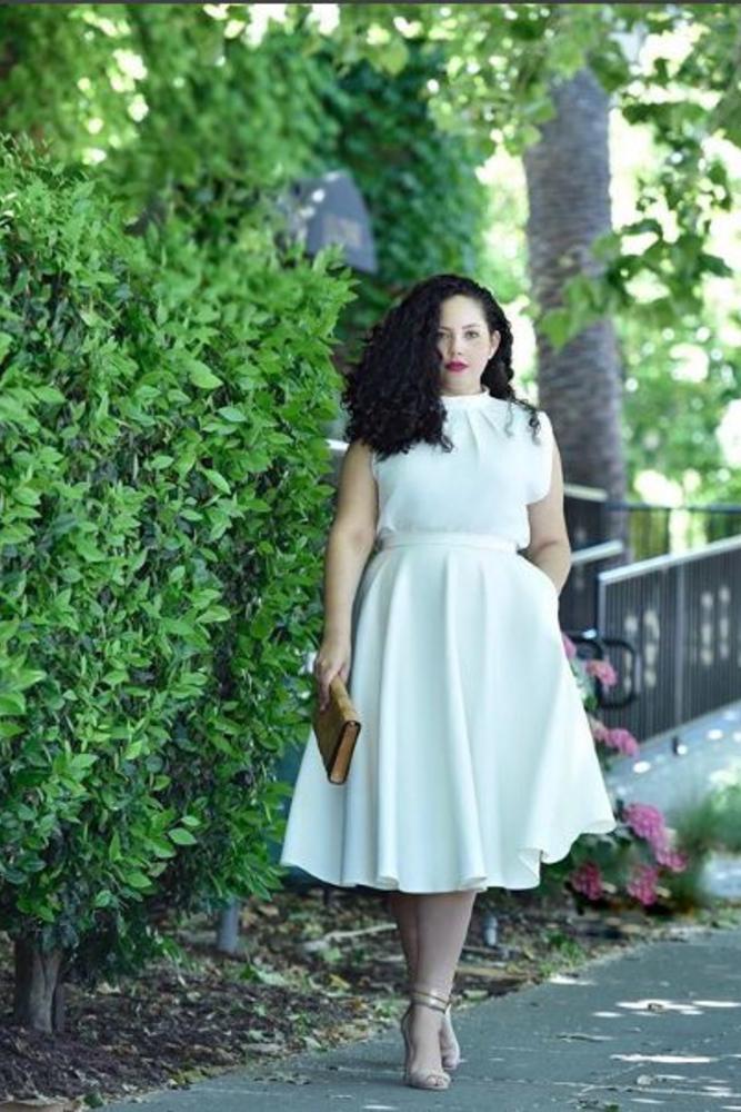 فستان من اللون الأبيض للمتلئات