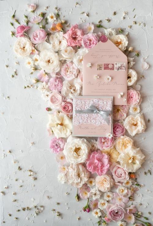 اللون الوردي يزين ثيمات اعراس 2019