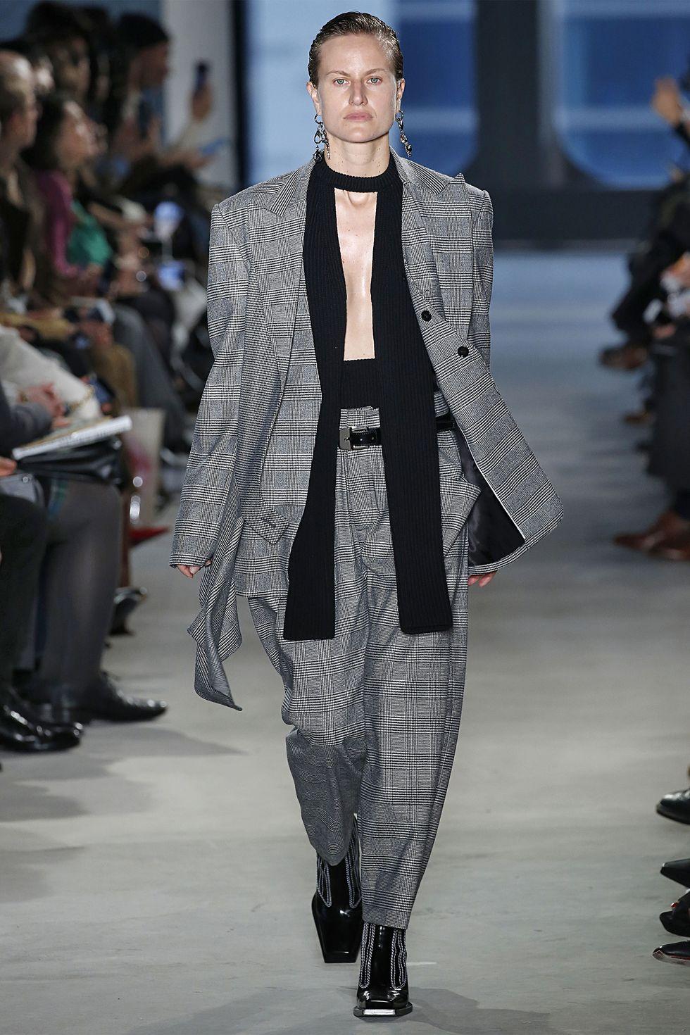 تصميمات مميزة للبدل النسائية خلال أسبوع الموضة بنيويورك 2019