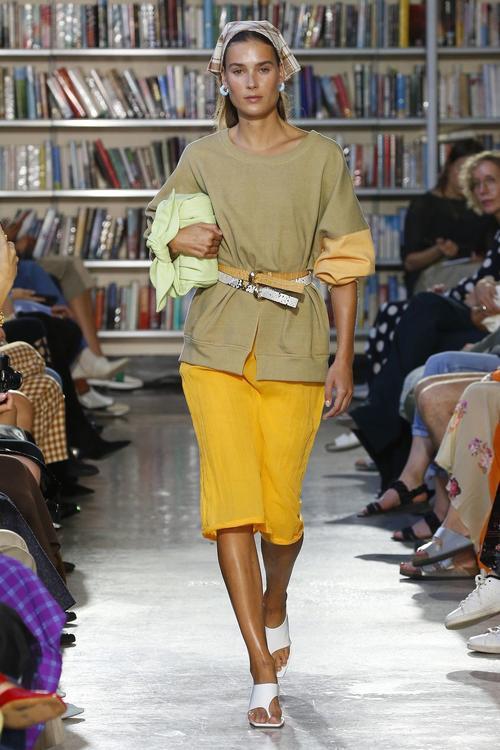 تصميمات مميزة للغاية ظهرت خلال اسبوع الموضة الذي اقيم في لندن مؤخرًا