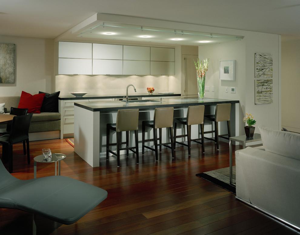 تصميم مميز لمطبخ أمريكي مفتوح على الصالة
