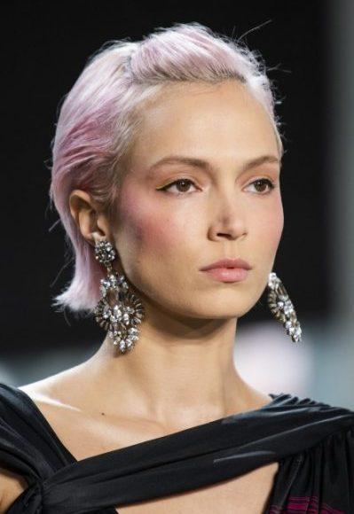 صبغة الشعر باللون الزهري