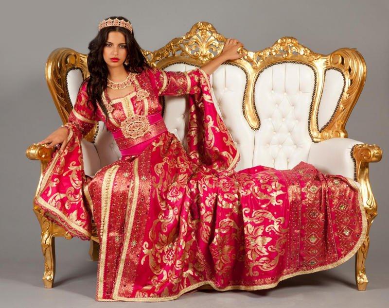 قفاطين مميزة للعرائس من اللون الأحمر الخلاب