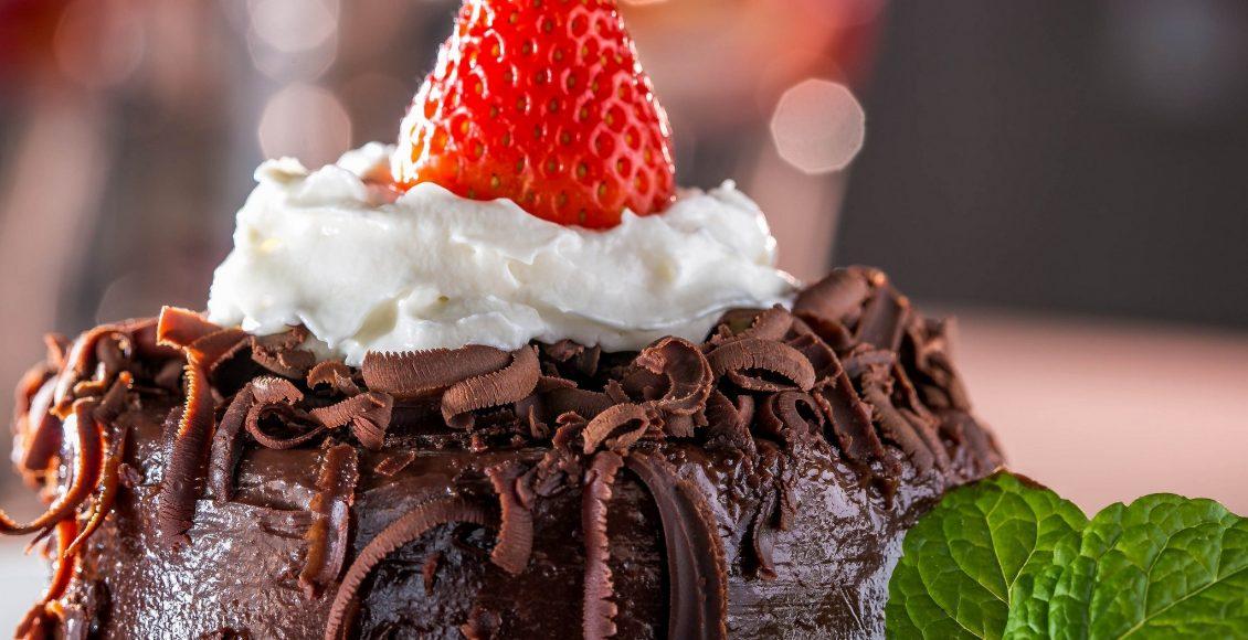 طريقة استخدام الكريم شانتيه والشيكولاته لتزيين الكيك