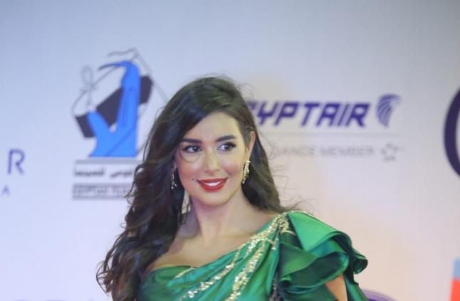 ياسمين صبري بإطلالة تتكون من فستان زيتي خلال مهرجان الجونة لعام 2019
