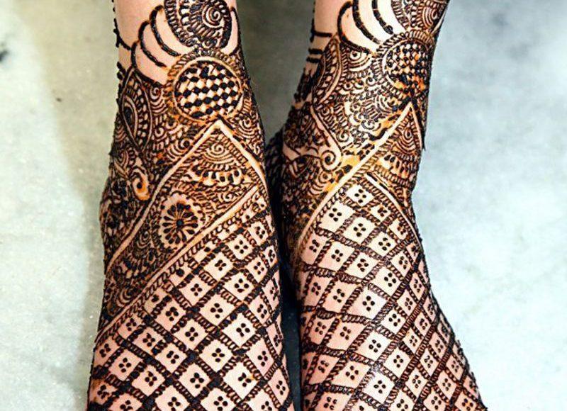 صور أشكال رسومات حناء ملونة للأقدام