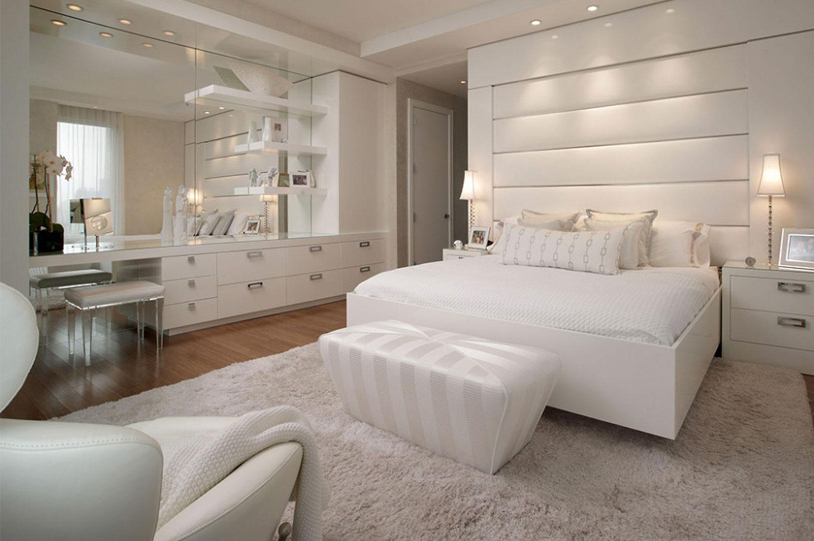 أشكال تصاميم ديكورات غرف نوم بيضاء مودرن مع أرضيات باركيه
