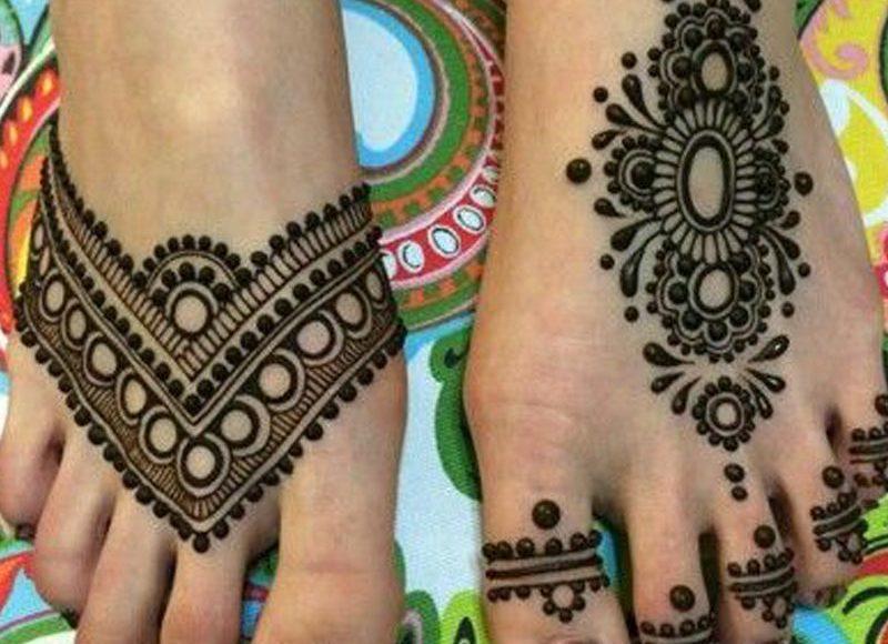 صور أشكال رسومات حناء رقيقة للأقدام