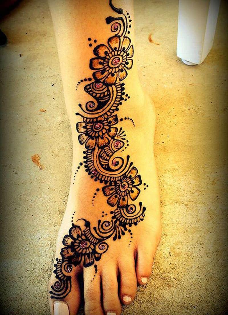 أشكال رسومات حناء ملونة للأقدام