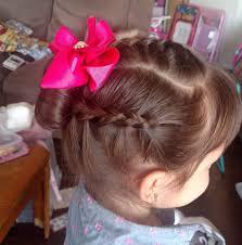 تسريحة شعر بسيطة ملائمة للمدرسة