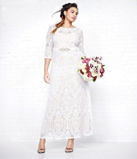 فستان زفاف طويل بأكمام من الدانتيل