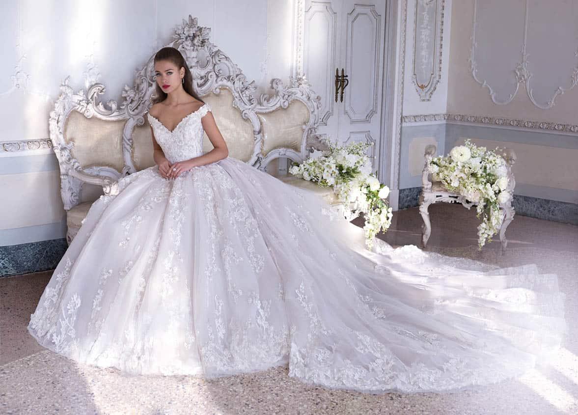 أجمل تصميمات فساتين الأفراح للعروس الخليجية