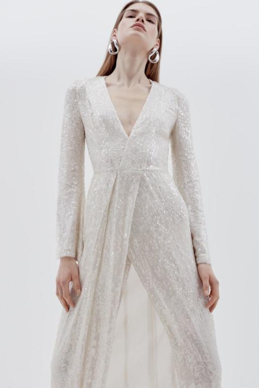 أرقى تصميمات فساتين الزفاف العصرية