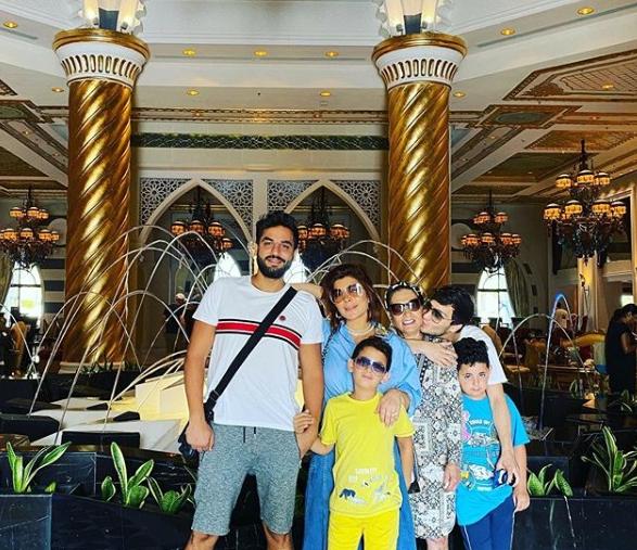أصالة برفقة عائلتها في دبي في اجازة
