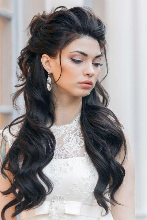 إطلالات مميزة للعروس صاحبة الشعر الطويل