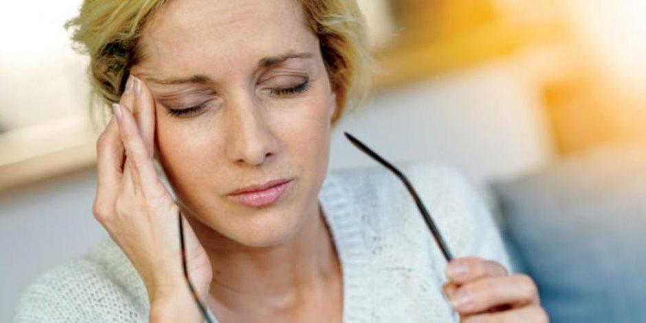 اسباب الإصابة بالصداع المؤلم بالعين
