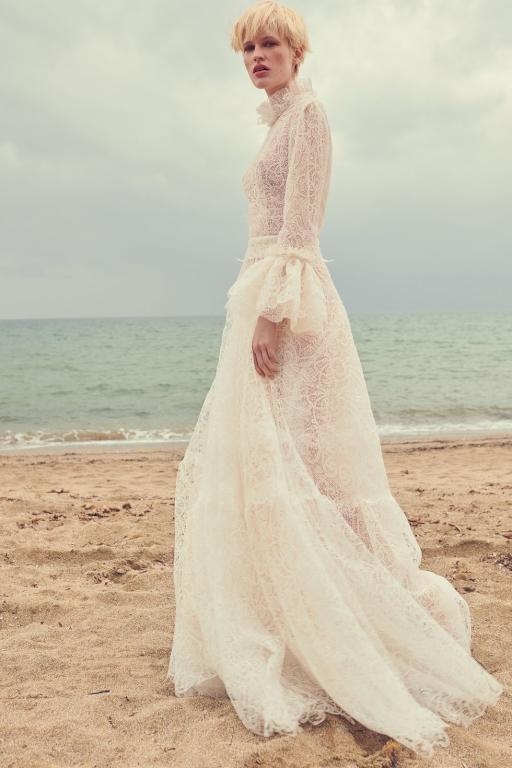 الدانتيل يزين أكمام فساتين الزفاف العصرية