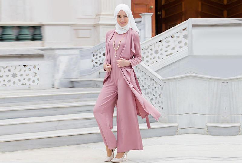 تألقي بإطلالة عصرية تُناسب الحجاب