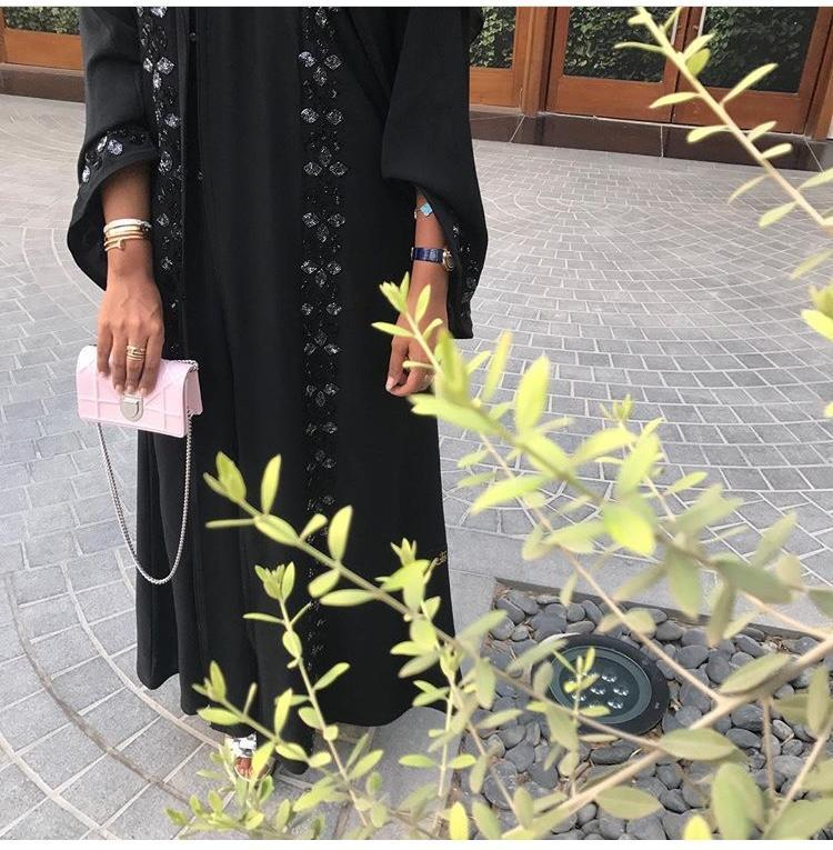 تألقي بإطلالة مميزة على طريقة مدونة الموضة فاطمة المازمي