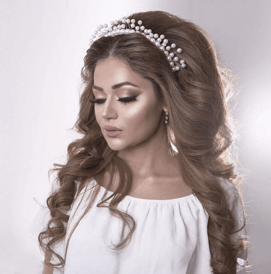 تسريحة مميزة للعروس صاحبة الشعر الطويل