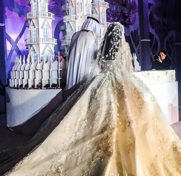 تصاميم فساتين أعراس مذهلة للعروس الخليجية
