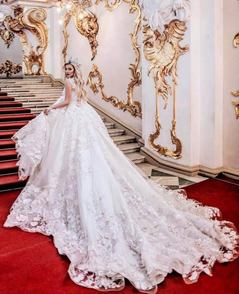 تمتعي بإطلالة ملكية خلال حفل زفافك