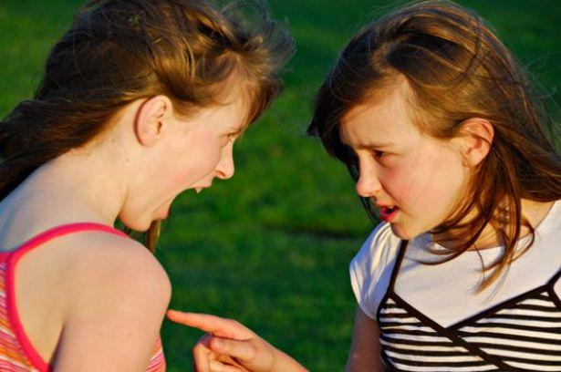توافق برج العقرب مع الدلو في الصداقة
