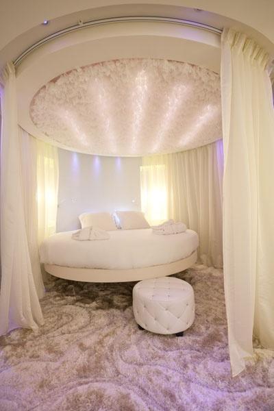 ديكورات الجبس المميزة لغرف النوم الدائرية
