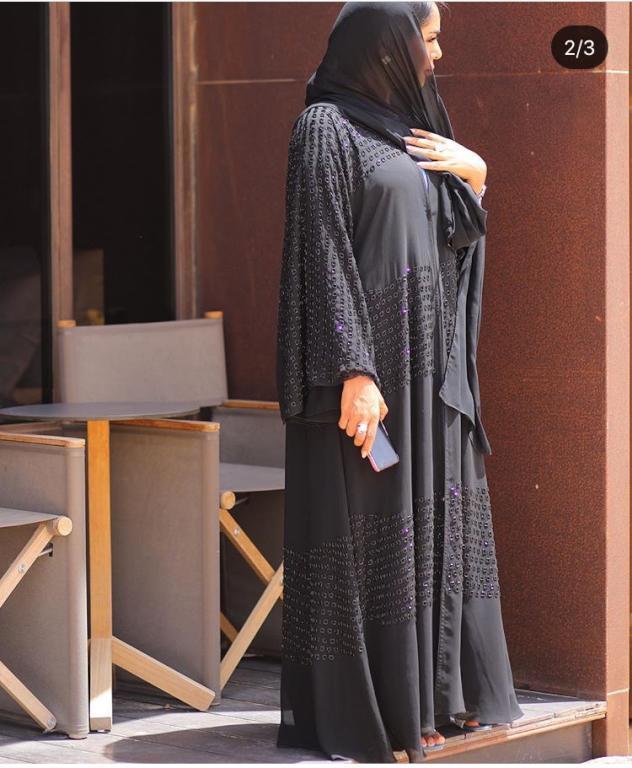 ستايل الأكمام الواسعة للعبايات تعتمده مدونة الموضة فاطمة المازمي