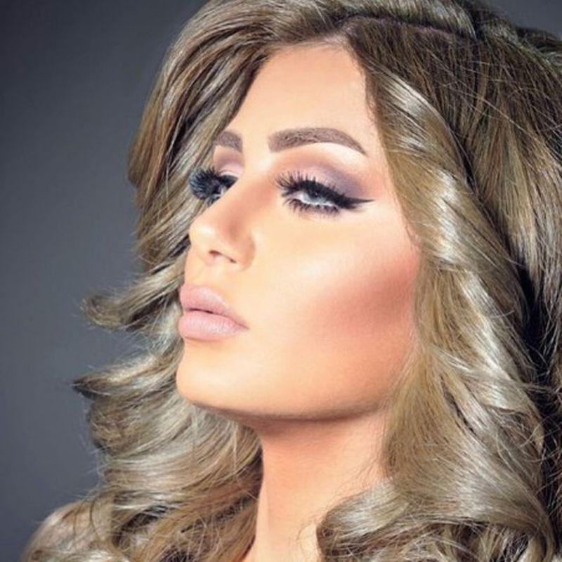 صبغة الشعر الزيتي الرمادي لإطلالة فريدة من نوعها