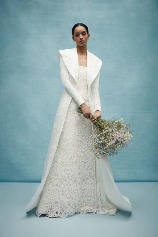 صورة لفستان زفاف من الدانتيل الناعم