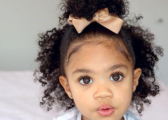 طرق مميزة لتسريح شعر الفتيات الكيرلي