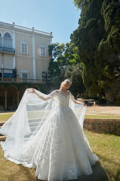 طوني ورد المصمم اللبناني يُبدع في تصاميم فساتين الزفاف لعام 2020