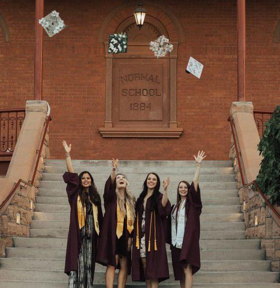 عبايات التخرج 2020