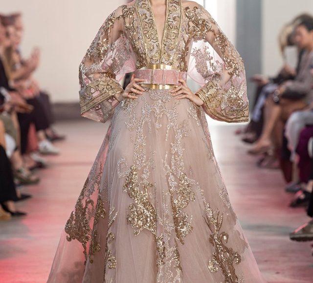 فستان سهرة بكم شيفون من تصميم إيلي صعب يلائم الخطوبة