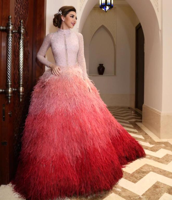 فستان ذو طابعًا جريئًا ارتدته النجمة اللبنانية ميريام فارس في إحدى إطلالاتها