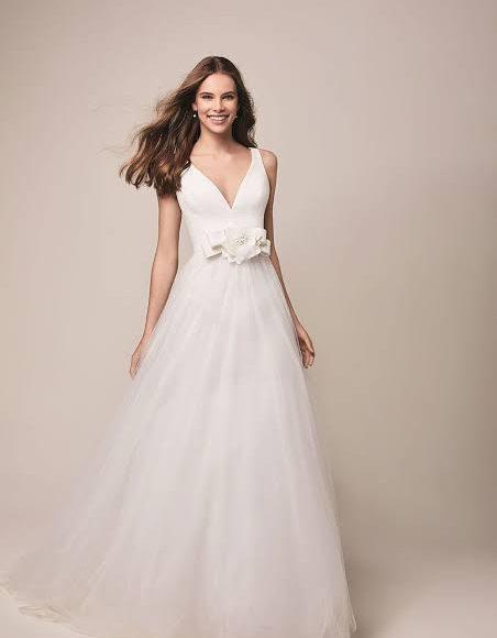 صورة فستان زفاف بتصميم ناعم وفخم