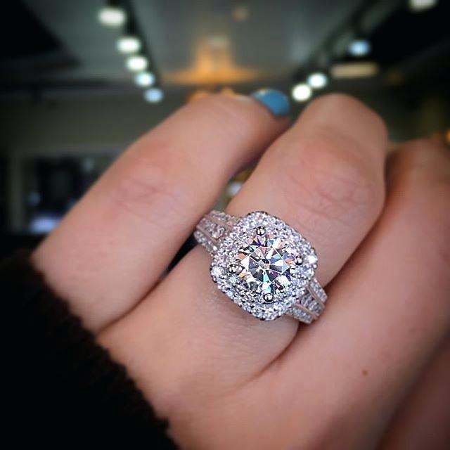 فصوص الماس تزين تصميمات دبل 2019