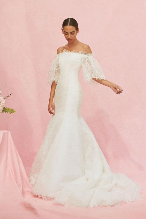 كارولينا هريرا تبدع في تصميم فساتين زفاف 2020
