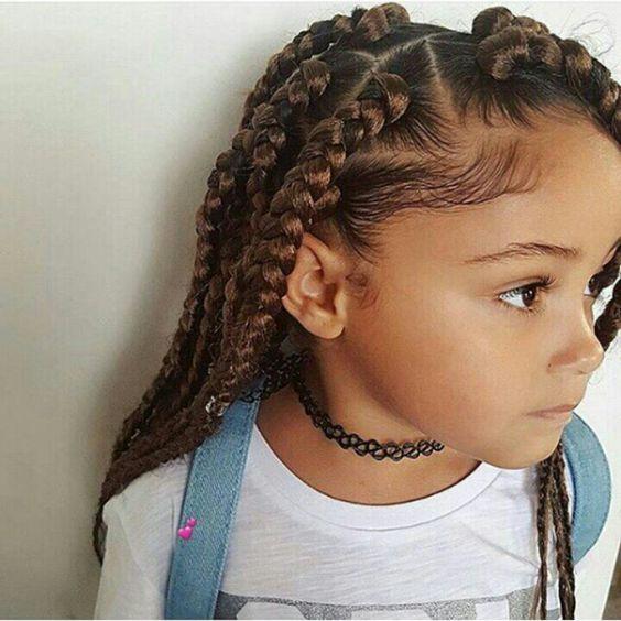 كيف تقومين بتنسيق شعر ابنتكِ الكيرلي