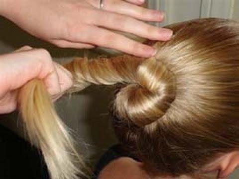 كيف تقومين بعقد شعر ابنتك على هيئة كعكه