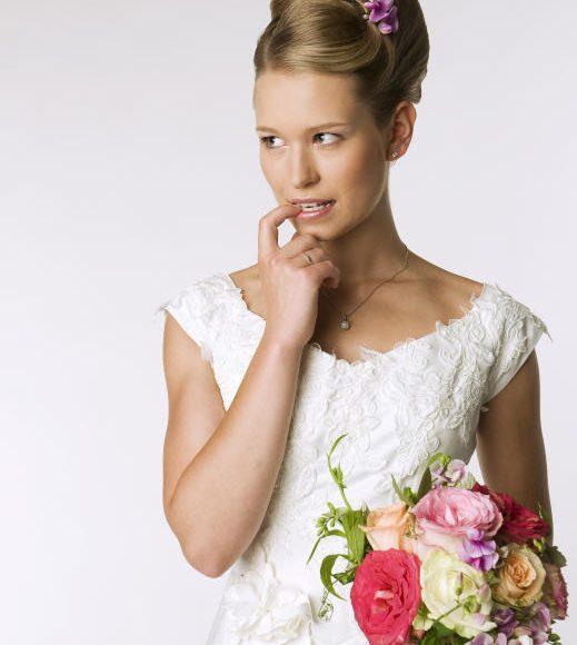 يفضل ان تحاول العروس من تخفيف التوتر والقلق قبل الزفاف